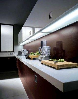 iluminação embaixo do armário