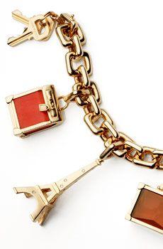 vuitton charm bracelet   Bracelet Charms en or jaune, Louis Vuitton - shopping : les bijoux ...