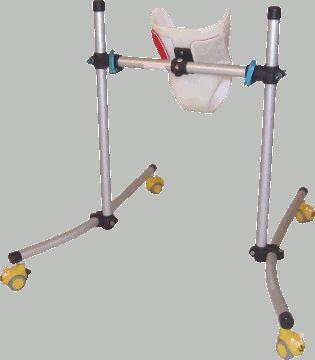 L'Orchidée permet une parfaite stabilisation d'un enfant dans une posture quatre pattes. Il favorise l'éveil par le jeu au sol pour de nouvelles expériences sensorimotrices dans le but d'améliorer l'autonomie motrice du jeune enfant. Cet appareil s'utilise uniquement sur sol plat et à l'intérieur