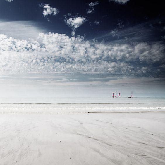 Dis moi que c'est possible, photography by Julien Pascual