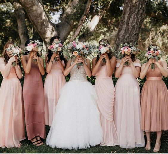 "1,048 curtidas, 7 comentários - Brideside.com (@brideside) no Instagram: ""From dusty rose to ballet pink mix-and-match maids Shop all our shades of pink right here /…"""