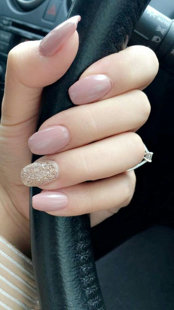 Beautiful Rose Nail Polish And Some Glitter In Only One Finger For Attractive Women Gorgeous Nails Shellac Nail Designs Cute Acrylic Nails