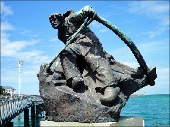 Photo de la statue de Hervé Rielle au Croisic