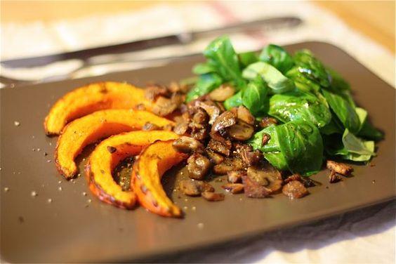 Kürbis mit Feldsalat und Maronen