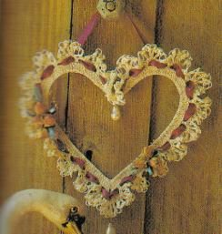 free crochet Victorian Heart Wreath pattern