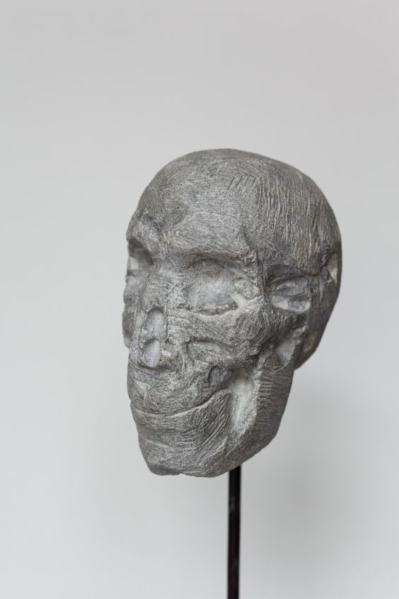Der Tod, Stein, h = 14 cm, 2012, Konrad Thalmann, Bildhauer, sculptor,