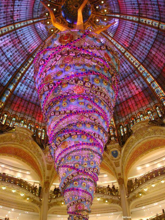 Le Sapin de Noël inversé des Galeries Lafayette (Paris)