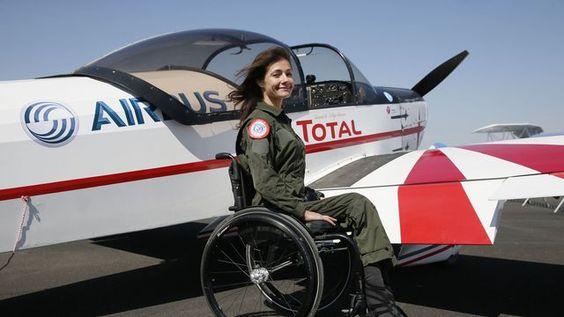 La pilote d'avion Dorine Bourneton, le 19 avril 2015 à Saint-Cyr-l'École