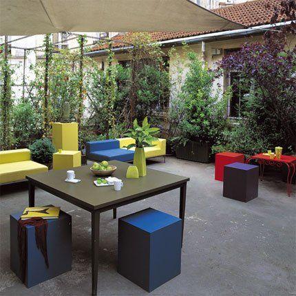 Un salon en plein air sur la terrasse
