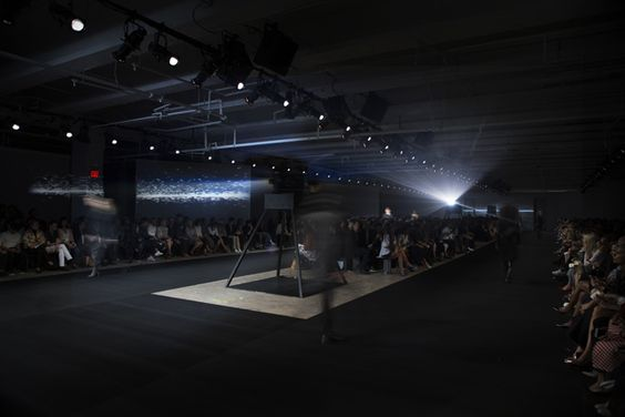 Radiohead and Revolving Projectors Immerse a Fashion Week Show in a Virtual…