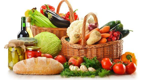 Una alimentazione varia ed equilibrata è alla base di una vita in benessere. Previene infatti l'insorgenza di molte importanti malattie croniche.