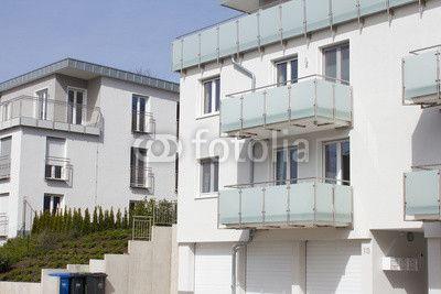 Modernes Wohnhaus mit Balkon