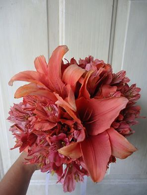CBR290 weddings Riviera Maya  coral bridesmaid bouquet / Ramo de madrina coral