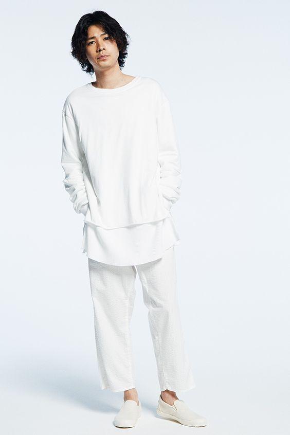 ホワイトでまとめたコーデの成田凌のかっこいい高画質画像