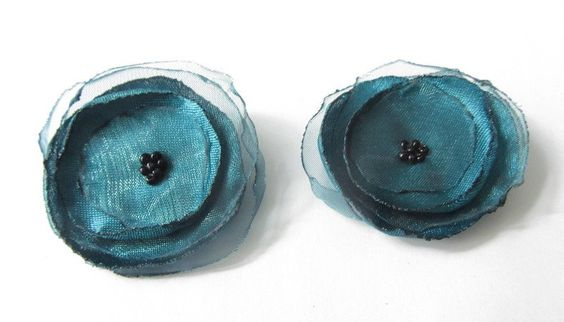 Schuhclips - Schuhclips 2 Organza-Satin-Blüten in smaragd - ein Designerstück von soschoen bei DaWanda