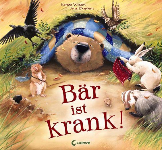 Verlagsinfo: Bär ist erkältet! Er hustet, schnieft und überhaupt geht es ihm gar nicht gut.  Was für ein Glück, dass seine Freunde vorbeikommen, um ihn zu pflegen! Sie kochen Suppe, singen Schlaflieder und tun alles, damit der Bär schnell wieder gesund wird.  Und tatsächlich, bald schon ist der Bär wieder putzmunter – doch nun hat er wohl einige Patienten zu pflegen. Karma Wilson / Jane Chapman (Ill.), Bär ist krank. Loewe Verlag, ab 3. Erscheint im August
