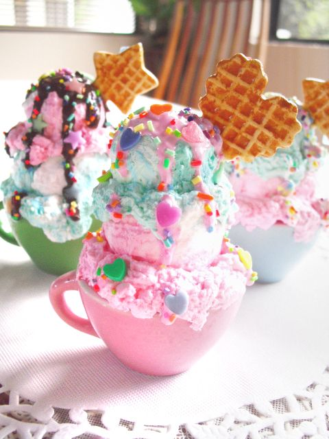 What a lovely serving suggestion! Find yourself coloured tea cups and get scooping.