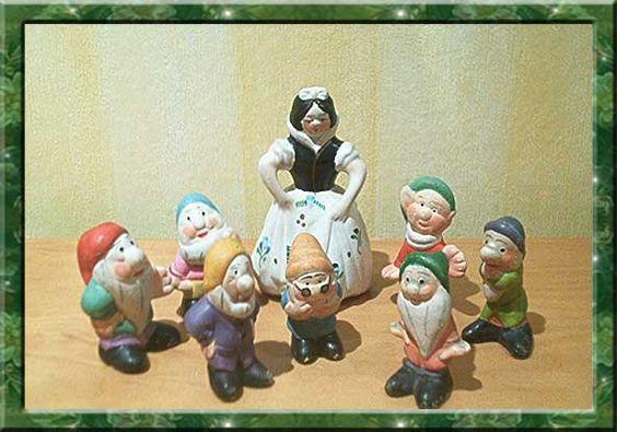 Blancanieves y los siete enanitos en terracota y pintados a mano. Años 60.