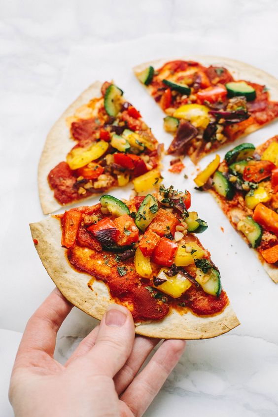 Vegan Tortilla Pizza with spicy arrabiata sauce and Mediterranean vegetables - only 180 kcal per pizza! Gluten-free option.: