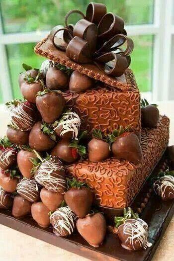 ¿Qué te parece esta idea de tarta para #boda?  de chocolate y avellanas y sobre todo, diferente!