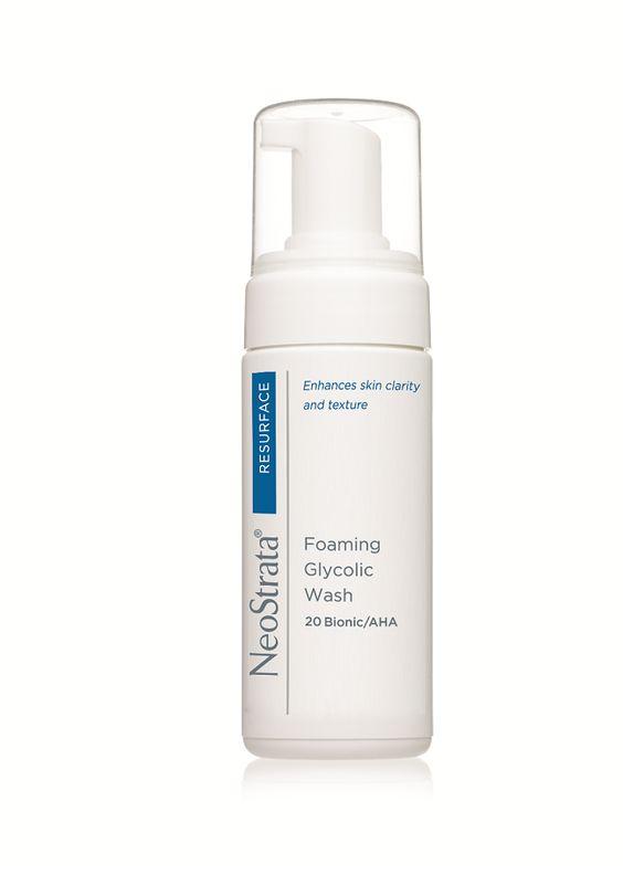 Limpiador glicólico en espuma  para limpiar y preparar la piel para culaquier porducto NeoStrata para el rostro. El uso continuo deja la piel más suave y puede reducir el aparecimiento de líneas finas y arrugas.