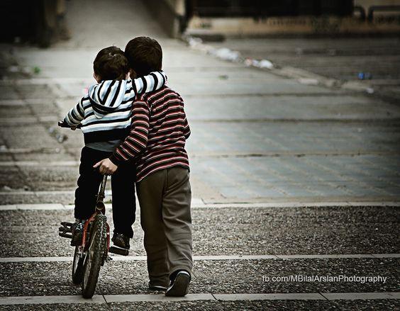 """...sapere che c'è un fratello che ti aiuta se serve [500px / Photo """"dear brother - canım abim"""" by Bilal Arslan]"""
