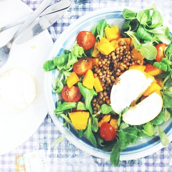"""My favourite salad since my trip to London! Roasted pumpkin, warm apple slices with goatcheese, cherry tomatoes and lentils!"""