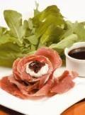 Flor de jamón serrano rellena con queso de cabra y mermelada - Recetas