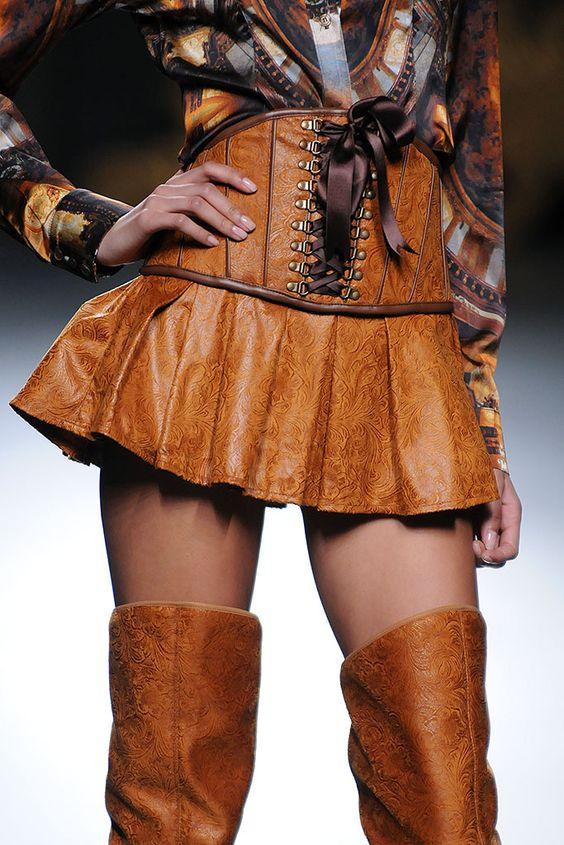 Maya Hansen - Detalle falda corsé - MBMFW