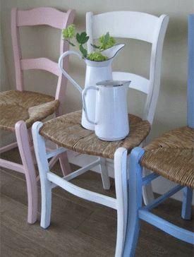 landelijke witte houten stoelen