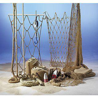 Dekoidee Seilerei In jede maritime Dekoration gehören Accessoires wir Seile und Netze. Wir bieten Ihnen eine große Auswahl an Hanf-, Sisal-Seilen, feine und grobe Netze aus Jute und für die Präsentation Ihrer Ware passende Aufbauten aus Kordeln.  http://www.decowoerner.com/de/Saison-Deko-10715/Sommer-10744/Komplette-Dekoideen-Sommer-11325/Dekoidee-Seilerei-610.971.00.html
