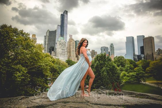 #maternity #session photographed by photographer #samrodriguez with #srweddingstory in #centralpark with the #NYC city scape in the background