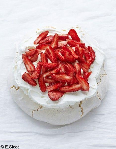 Pavlova aux fraises pour 8 personnes - Recettes Elle à Table - Elle à Table