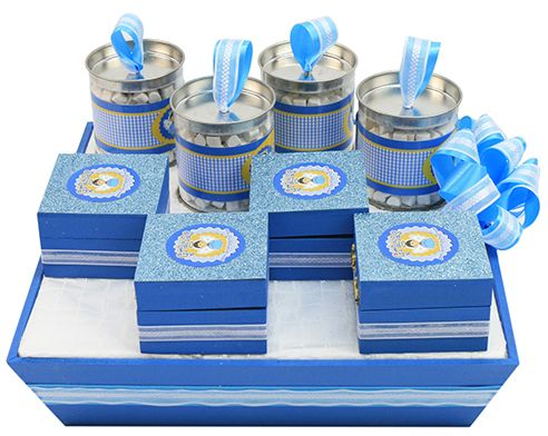 Centro de mesa con recuerdos para bautizo de ni o cajas de madera color azul bautizo - Mesas con cajas de madera ...