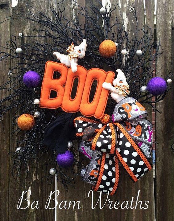 Guirnalda halloween Halloween guirnalda de la malla, puerta de Halloween, decoración Halloween, guirnalda de otoño, corona de monstruo, fantasma decoración, BOO  Algunas guirnaldas sólo tienen toda la diversión y esta no es la excepción.  ¡BOO a usted!  Inspirado por el espíritu de doble dúo creado por un diseñador muy talentoso!  Su puerta sería hermosa y diversión todo en uno con este hermoso puré de caprichosas cintas, sprays de brillo negro, brillantes adornos en morado y naranja ~ esta…