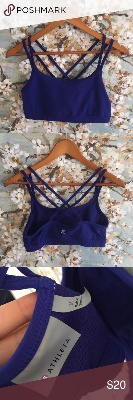 Athleta full focus bra Workout essential! MEDIUM SUPPORT WIRELESS. Holds the girls together like a team MID COVERAGE. Lower cut neckline offers just-right coverage for the girls Athleta Intimates & Sleepwear Bras