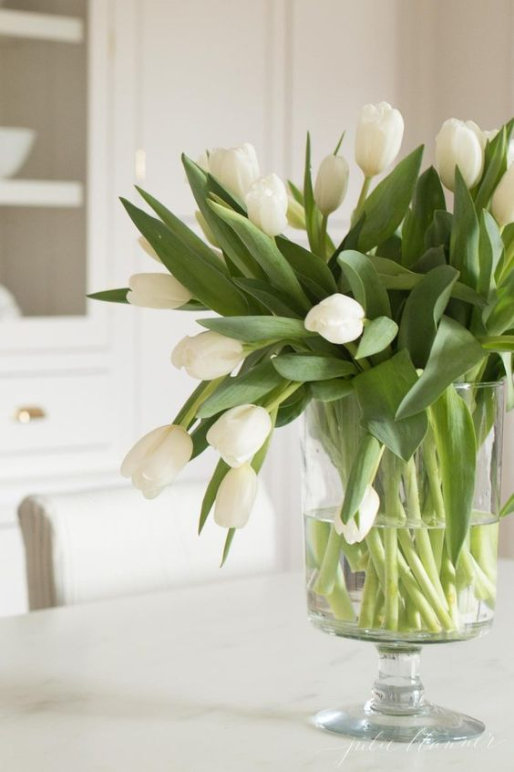 how to arrange tulips, the easiest Easter centerpiece #centerpiece #entertaining #easter #diy #tutorial