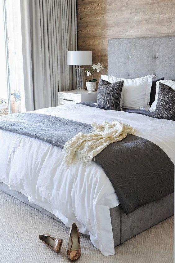 Un apartamento gris con detalles en madera