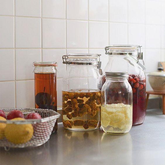 【自家製シロップ】サワーシロップの作りかた  すっきりとした酸味がおいしいサワーシロップは、とにかく作りかたがシンプルで簡単なのが魅力!書籍「たまちゃんの保存食」で人気の料理家・たくまたまえさんに教わりました。次の投稿でつくり方をご紹介します。  #北欧暮らしの道具店 #4コマレシピ #たまちゃんの保存食
