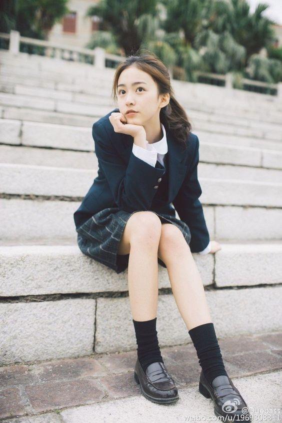 文藝美少女 #制服美少女 坐在草皮上》#Cute #Girl #Pretty #Girls #漂亮 #可愛