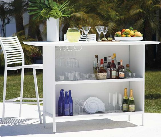Sit back and enjoy a cool drink and relaxed dinner with our sophisticated yet casual Palm Collection- perfect for poolside or lakeside use.