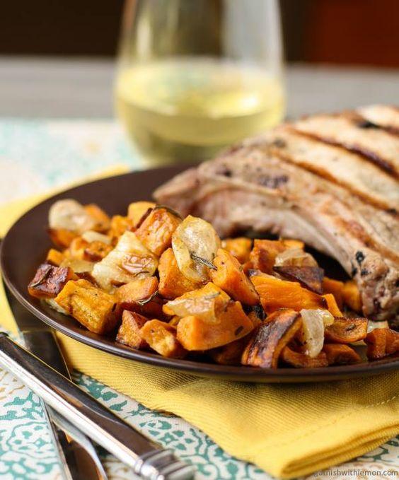Ensalada de camote con romero Paleo para Thanksgiving encuentras la receta complete en mi blog www.paleogirlrocksit.net