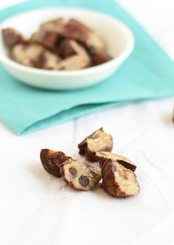 Frozen Vegan (& healthy!) Chocolate Chip Cookie Dough Bites via…