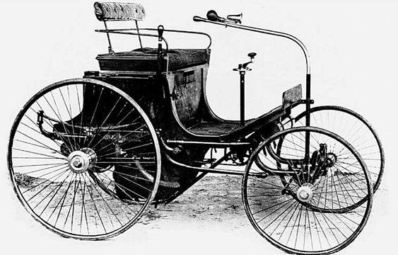 Peugeot Type 2, voiture routière de 1891  La Peugeot Type 2 carrosseries Vis-à-vis, photo d'époque, cette ancienne voiture fut construite en 1891, cette Peugeot Type 2 de 1891 mesure 1.35 mètres de large, 2.3 mètres de long, et a un empattement de 1.4 mètres.