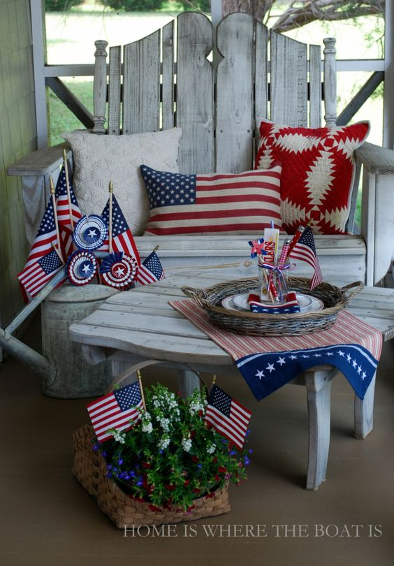 Flags on the porch for a Stars & Stripes Salute! | homeiswheretheboatis.net #july4th #patriotic