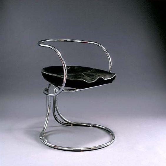 250: Vladimir Tatlin. Cantilevered chair, 1923. H. 78 : Lot 250
