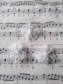 Kanten rozet wit (3 stuks)