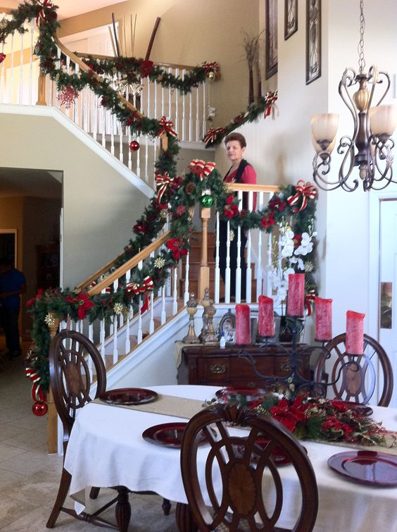 Decoracion de navidad en escaleras mis creaciones for Adornos navidenos para escaleras