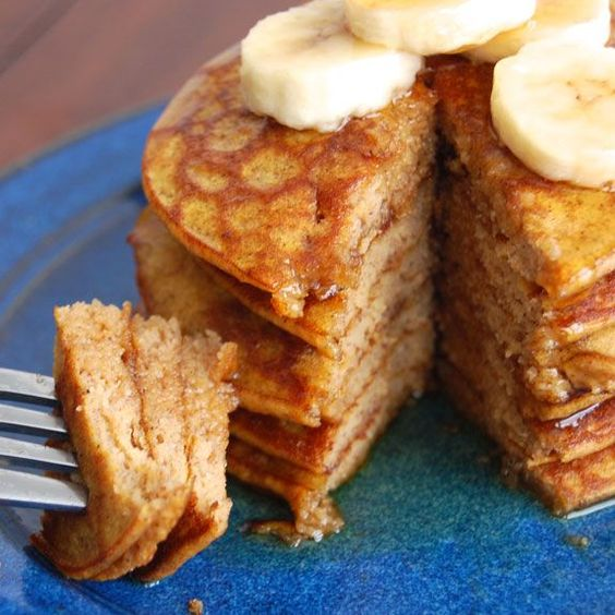 How to Make Amazing & Healthy Pumpkin Pancakes- these make the perfect breakfast / Wholesome Foodie <3
