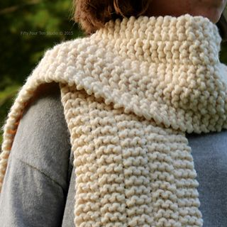 New quick & easy scarf knitting pattern.  Side Line Scarf by Fifty Four Ten Studio.  Free pattern on Ravelry.